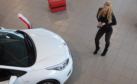 выбрать автомобиль для женщины