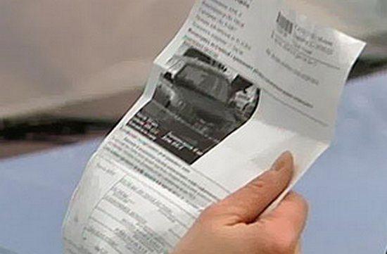 Почему машину продал давно, а штрафы и налог приходят!</p> <p> Что делать?»></p></div> <p> В таком случае можно воспользоваться двумя вариантами: 1. Найти нового владельца и убедить его заплатить штраф за проданный автомобиль. Также, он должен вам предоставить квитанцию об этом.</p> <p> Если он рассмеётся вам в лицо, есть такие наглецы, то можно поступить так: </p> <ol> <li>если машина продавалась с помощью договора купли-продажи и уже прошло 10 дней, а новый владелец не оформил транспортное средство на себя, то вы можете аннулировать договор;</li> <li>если по доверенности, то можно отозвать доверенность или поступить жестче — оформить проданный автомобиль в утиль (раз не понимает);</li> <li>ну и ещё способ — написать заявление в ГИБДД на розыск машины.</li> </ol> <p> 2. Есть ещё другой, но очень муторный вариант.</p> <p> Если вам пришел штраф на проданную машину, который вы не совершали. То вам можно в течение 10 дней обжаловать данное постановление.</p> <p> Пишите жалобу и отсылаете заказным письмом на имя начальника ГИБДД. Можете также воспользоваться услугами интернета — подать жалобу через сайт госуслуг.</p> <p> Видео: что делать, если вам пришел штраф за проданный автомобиль. Так что не теряйтесь друзья, если в случае продажи машины пришел транспортный налог или штраф, а вы ещё являетесь на этот момент собственником, то можете воздействовать на нехорошего покупателя разными способами.</p> <p> Которые и были рассмотрены в статье! Для кого и о чём этот проект Здравствуйте, уважаемые посетители сайта! Спасибо Вам за то, что вы остановили свой выбор на этом проекте, который создан для автолюбителей.</p> <p> На сайте рассказывается: как купить автомобиль, как правильно выбрать автогаджеты, как своими руками отремонтировать некоторые неисправности своего железного друга и так далее. Надеюсь, что эта информация поможет вам лучше разбираться в мире автомобилей!</p> </div><!-- .entry-content -->     <div class=