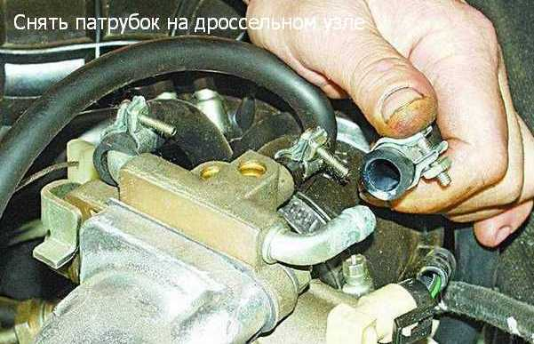 снятие патрубка на инжекторе