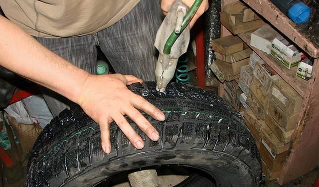 Замена шипов на зимней резине своими руками